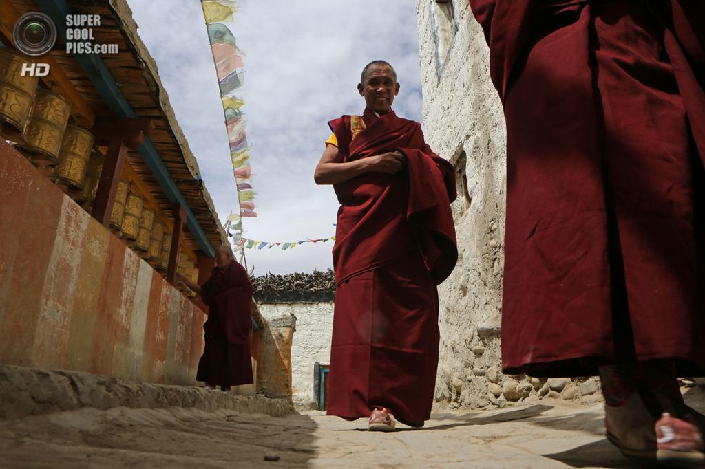 Непал. Ло-Мантанг. 27 мая. Монахи во время празднования фестиваля Tenchi. (Taylor Weidman/Getty Images)