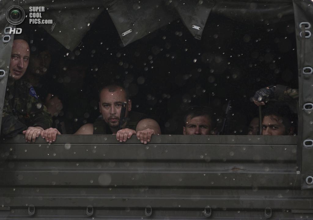 Украина. Донецк. 26 мая. Прибытие подкрепления. (AP Photo/Vadim Ghirda)