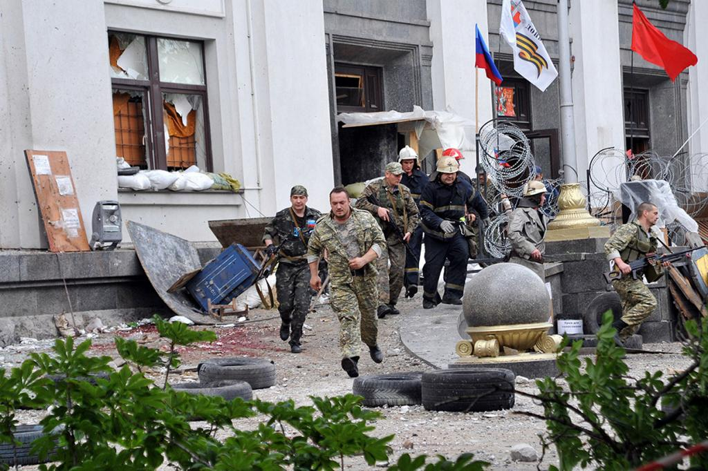 Авиаудар или ПЗРК? Террор в Луганске (15 фото + HD-видео)
