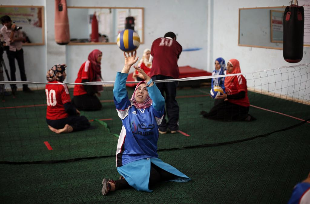 Волейбол сидя — в Палестине (6 фото)