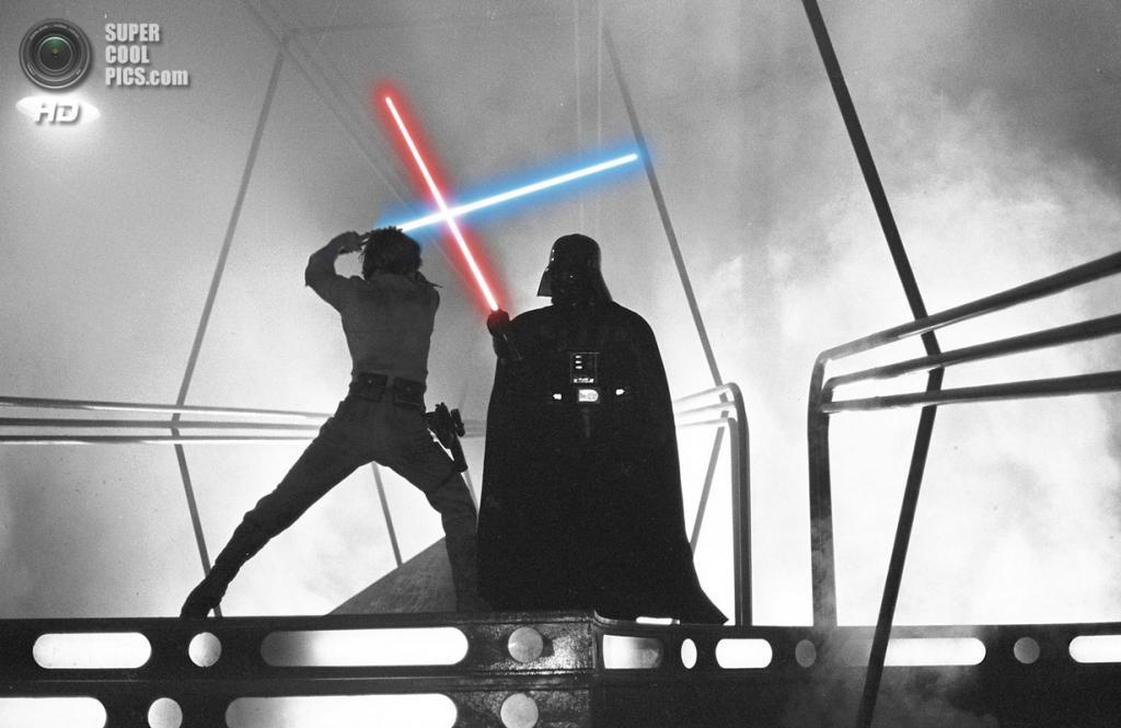 10. Дарт Вейдер, «Звёздные войны». Эпизод, в котором Дарт Вейдер признаётся Люку, что он является его отцом и что Светлая Сторона осталась в нём, давно стал классикой кинематографа. (Lucasfilm)