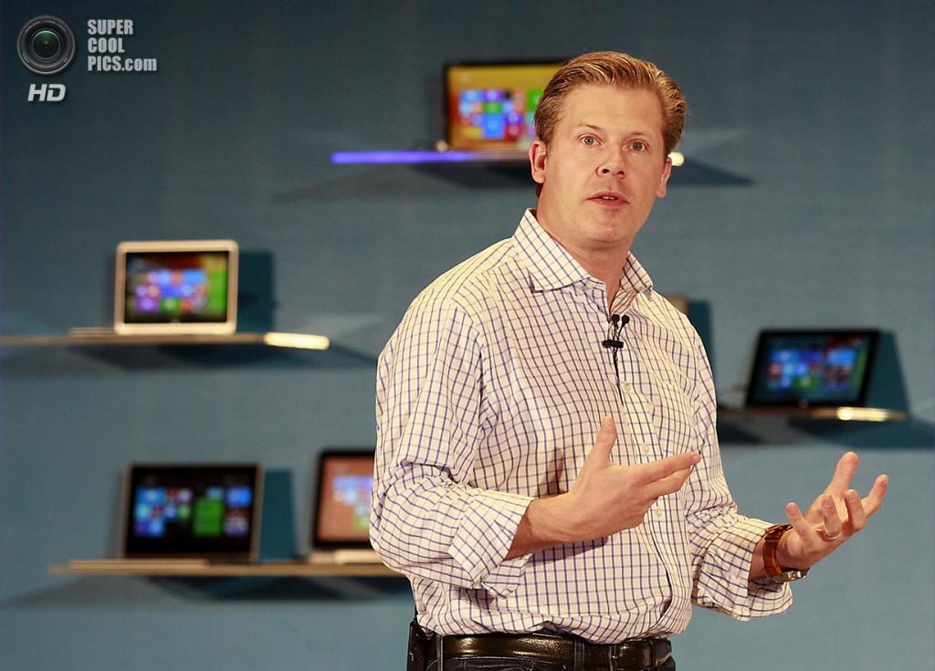 Тайвань. Тайбэй. 4 июня. Старший вице-президент Microsoft по партнёрским устройствам Ник Паркер рассказывает о новых идеях корпорации. (REUTERS/Pichi Chuang)