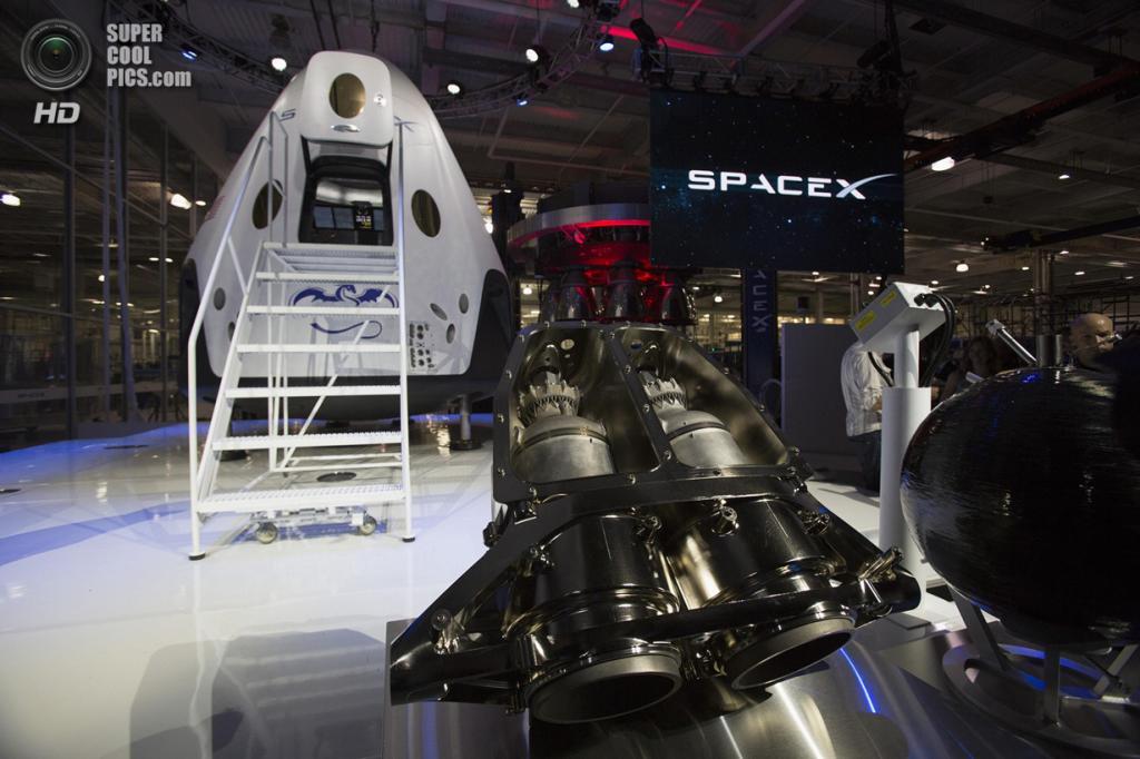 США. Хоторн, Калифорния. 29 мая. Двигатель SuperDraco космического корабля «Dragon V2». (REUTERS/Mario Anzuoni)