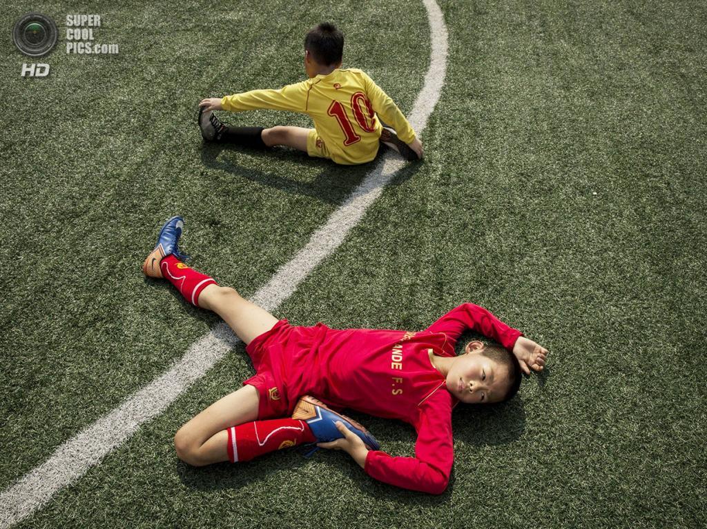 Китай. Цинъюань, Гуандун. 13 июня. Растяжка. (Kevin Frayer/Getty Images)