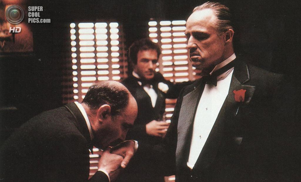 5. Вито Корлеоне, «Крёстный отец». Дон Корлеоне — глава крупнейшего мафиозного клана. В отличие от Тони Сопрано, он привлекает сыновей «к делу», зная, что однажды они будут управлять семейным бизнесом. (Paramount Pictures)