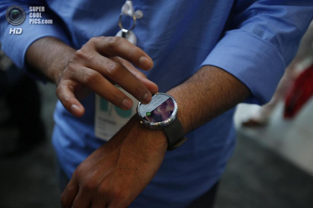 США. Сан-Франциско, Калифорния. 25 июня. Презентация смарт-часов Motorola Moto 360. (REUTERS/Elijah Nouvelage)