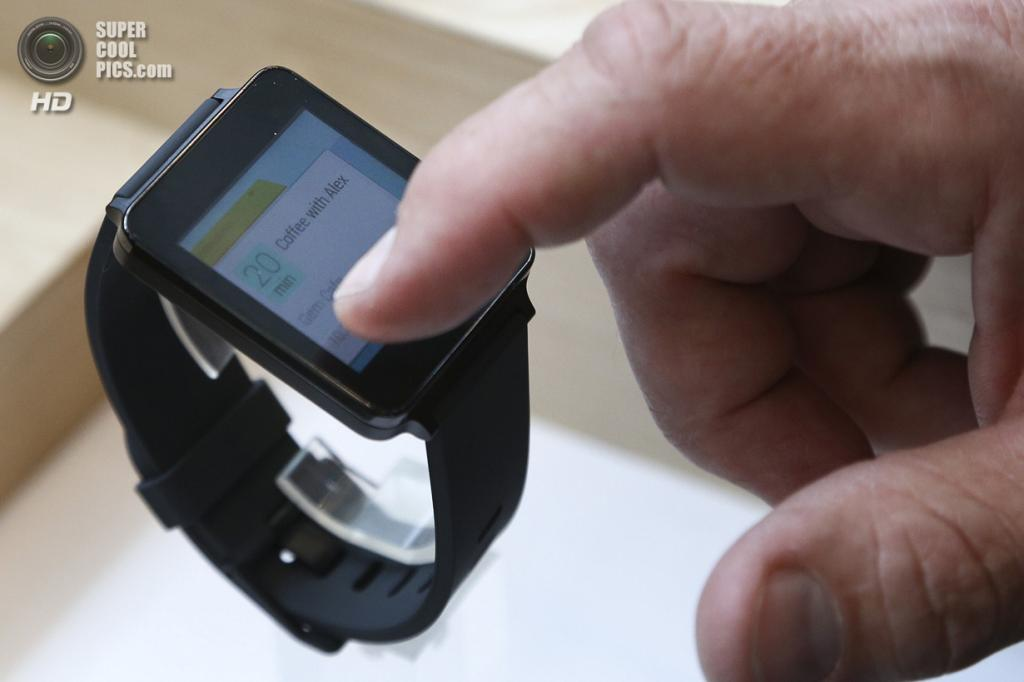 США. Сан-Франциско, Калифорния. 25 июня. Презентация смарт-часов LG G Watch. (REUTERS/Elijah Nouvelage)