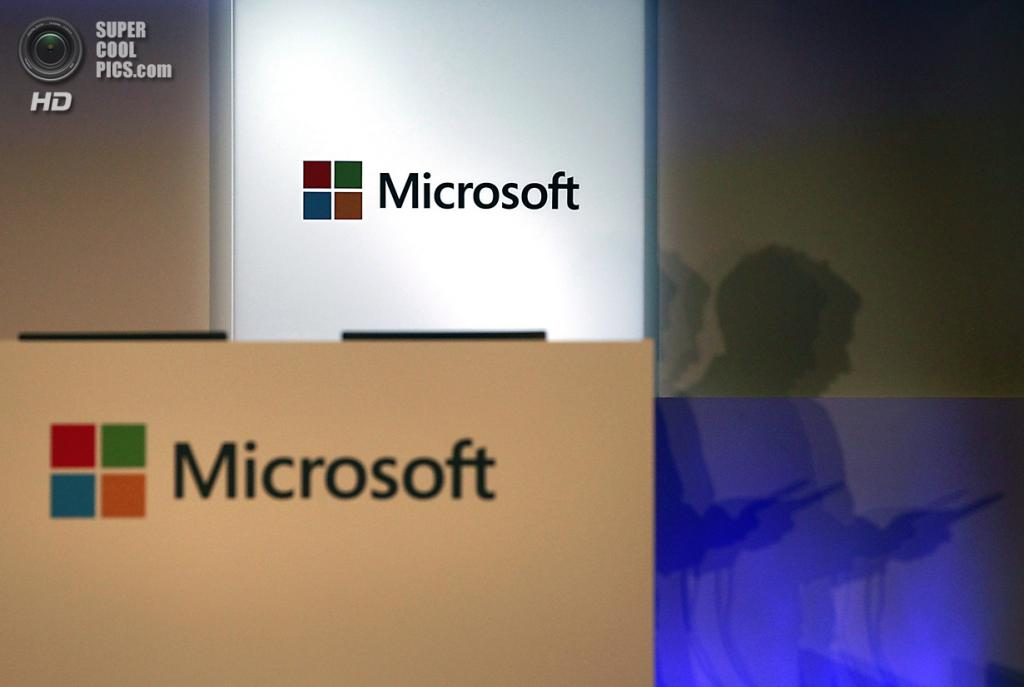 Тайвань. Тайбэй. 4 июня. Вход в павильон Microsoft. (REUTERS/Pichi Chuang)