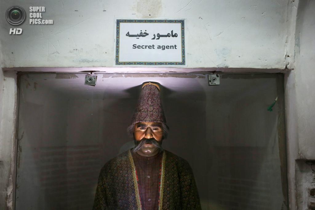 Иран. Кашан, Исфахан. 3 июня. Восковая фигура, являющаяся частью исторической экспозиции в персидском саду Багх-е Фин. (John Moore/Getty Images)