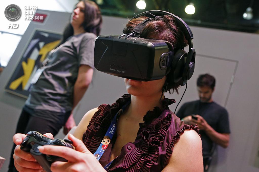США. Лос-Анджелес, Калифорния. 10 июня. Шлем виртуальной реальности Oculus Rift. (REUTERS/Jonathan Alcorn)