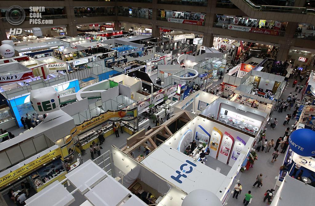 Тайвань. Тайбэй. 4 июня. Общий вид на выставочный центр «Наньган», где проходит выставка Computex 2014. (REUTERS/Pichi Chuang)