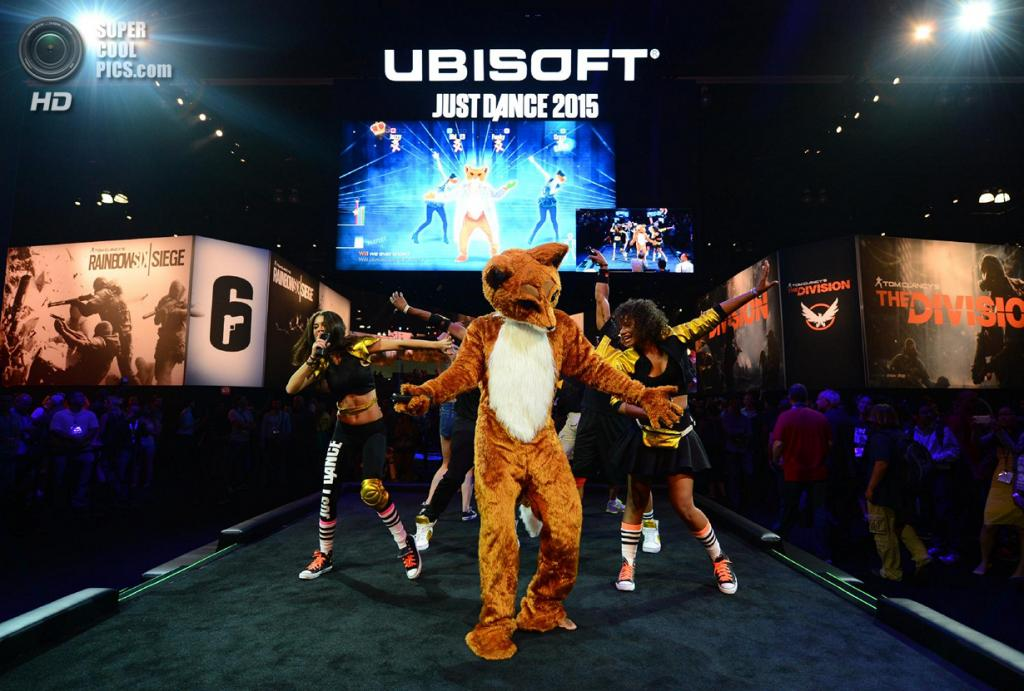 США. Лос-Анджелес, Калифорния. 10 июня. Презентация игры «Just Dance 2015». (Jordan Strauss/Invision for Ubisoft/AP Images)