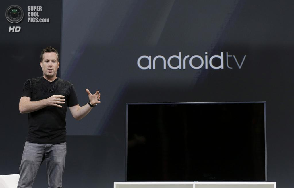 США. Сан-Франциско, Калифорния. 25 июня. Выступление технического директора Google по платформе Android Дэйва Бурка. (AP Photo/Jeff Chiu)
