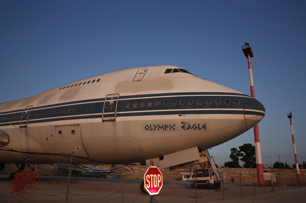 Греция. Афины. 16 июня. Старый «Боинг-707» авиакомпании Olympic Airways в заброшенном аэропорту «Элленикон». (REUTERS/Yorgos Karahalis)