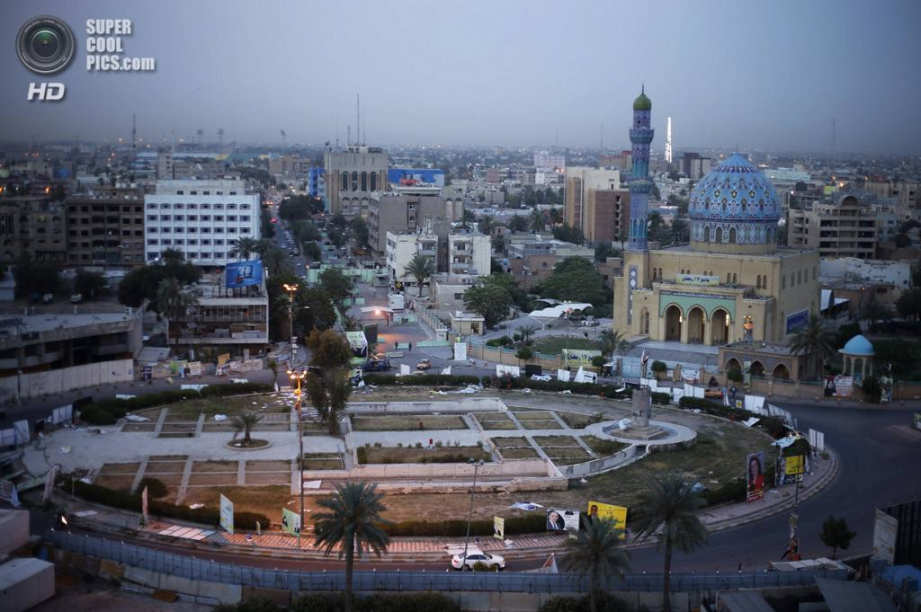 Ирак. Садр-Сити, Багдад. 29 апреля. Общий вид на площадь Фирдус, где ранее находился памятник Саддаму Хуссейну. (REUTERS/Ahmed Jadallah)