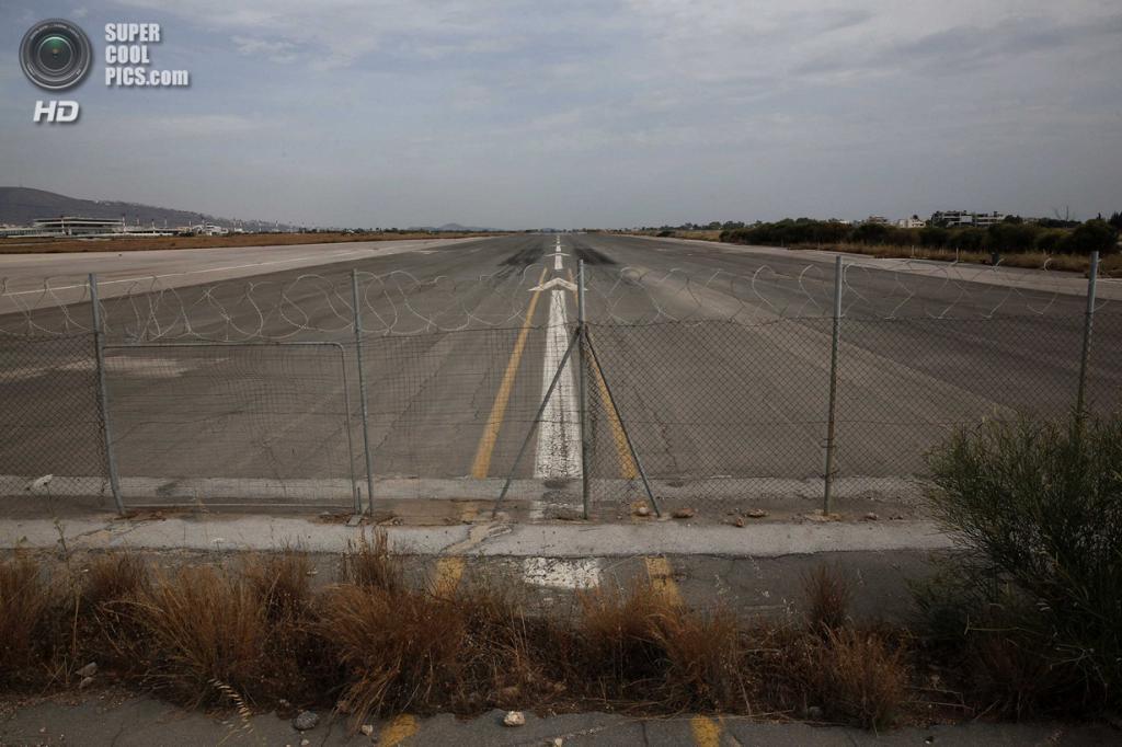 Греция. Афины. 16 июня. Взлётно-посадочная полоса. (REUTERS/Yorgos Karahalis)