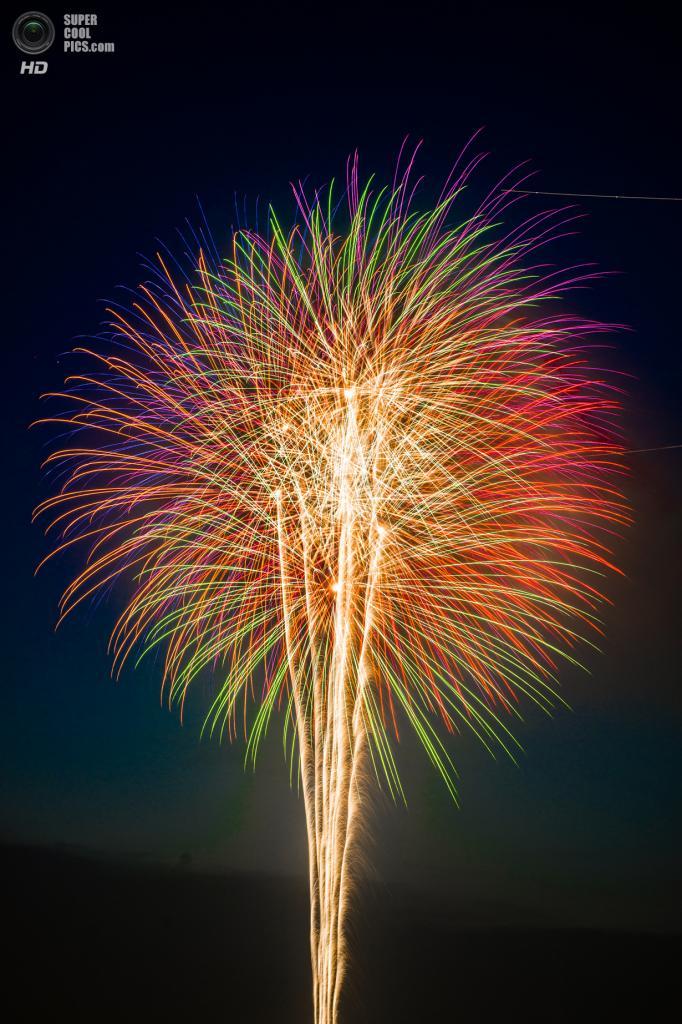 Япония. Токио. 26 июля. Во время фестиваля фейерверков на реке Сумида. (Takaaki Yamawaki)