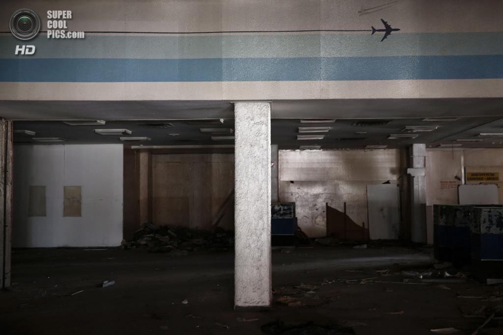 Греция. Афины. 16 июня. Вестибюль западного терминала. (REUTERS/Yorgos Karahalis)