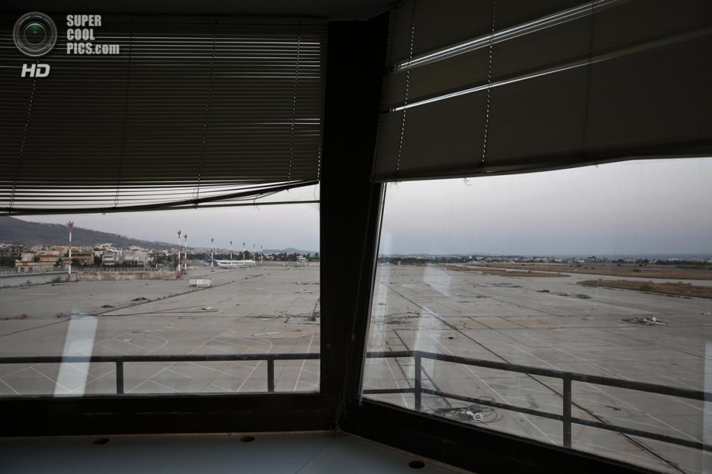 Греция. Афины. 16 июня. Вид из диспетчерской. (REUTERS/Yorgos Karahalis)