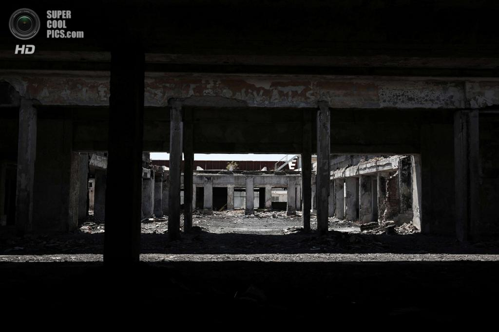 Греция. Афины. 16 июня. Сгоревшее здание западного терминала. (REUTERS/Yorgos Karahalis)