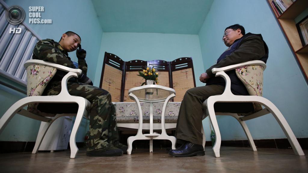 Китай. Пекин. 26 февраля. Ван на приёме у психотерапевта. (REUTERS/Kim Kyung-Hoon)