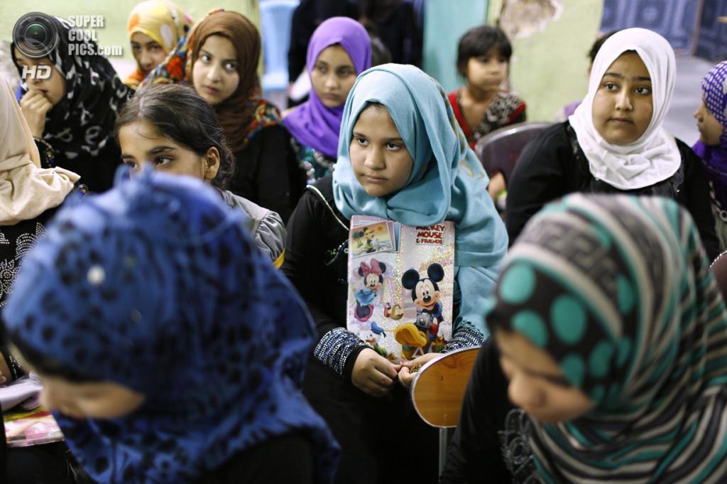 Ирак. Садр-Сити, Багдад. 4 мая. Девочки в реабилитационном центре для сирот Дар-эль-Нур. (REUTERS/Ahmed Jadallah)