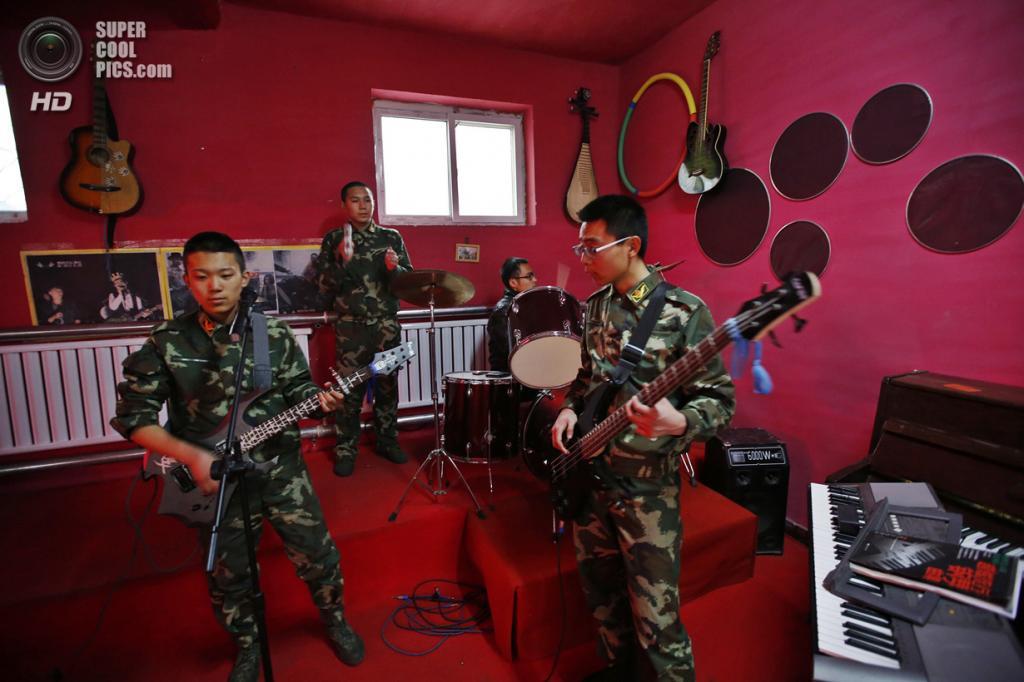 Китай. Пекин. 26 февраля. Ван с товарищами на репетиции. (REUTERS/Kim Kyung-Hoon)