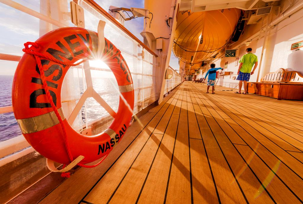 Лайнер круизной компании Disney Cruise Line. (Tom Bricker)