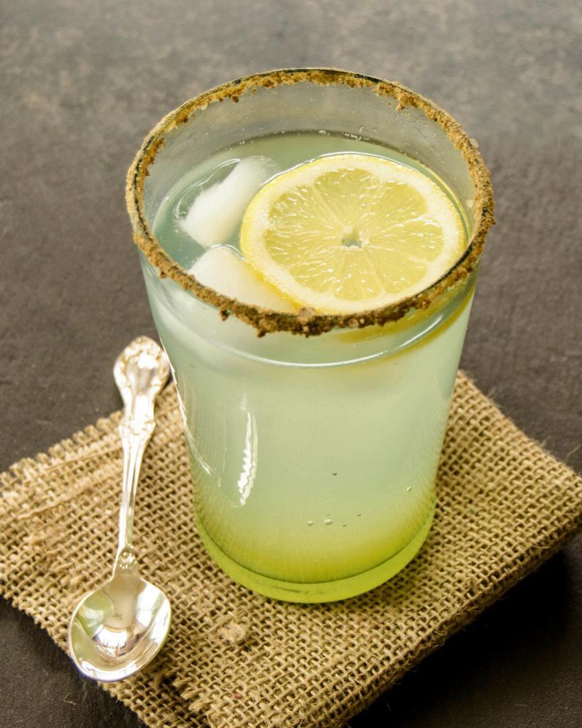 Нимбу Пани — прохладительный напиток с добавлением сока лайма. (Michelle Peters - Jones)