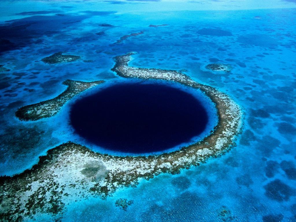 2 место. Белиз. Белизский Барьерный риф является вторым по величине рифом планеты. Общая площадь 280 км. (Eric Pheterson)