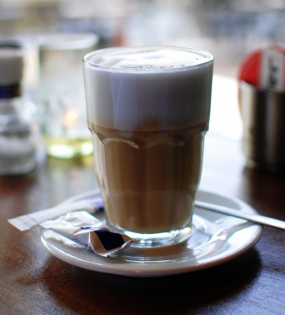 «Неправильный кофе», или просто кофе с молоком. (Takeaway)