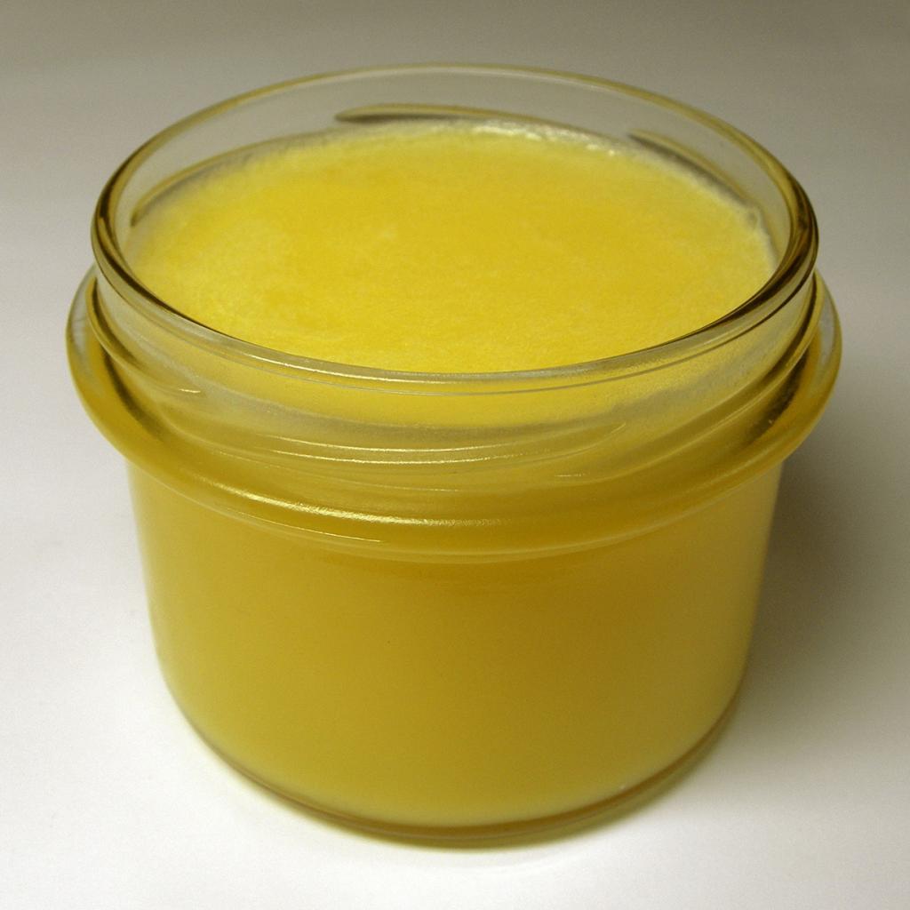 Гхи — топлёное масло. Индусы считают этот продукт священным. Его употребляют в качестве самостоятельного блюда или ингредиента для различных яств. (Rainer Zenz)