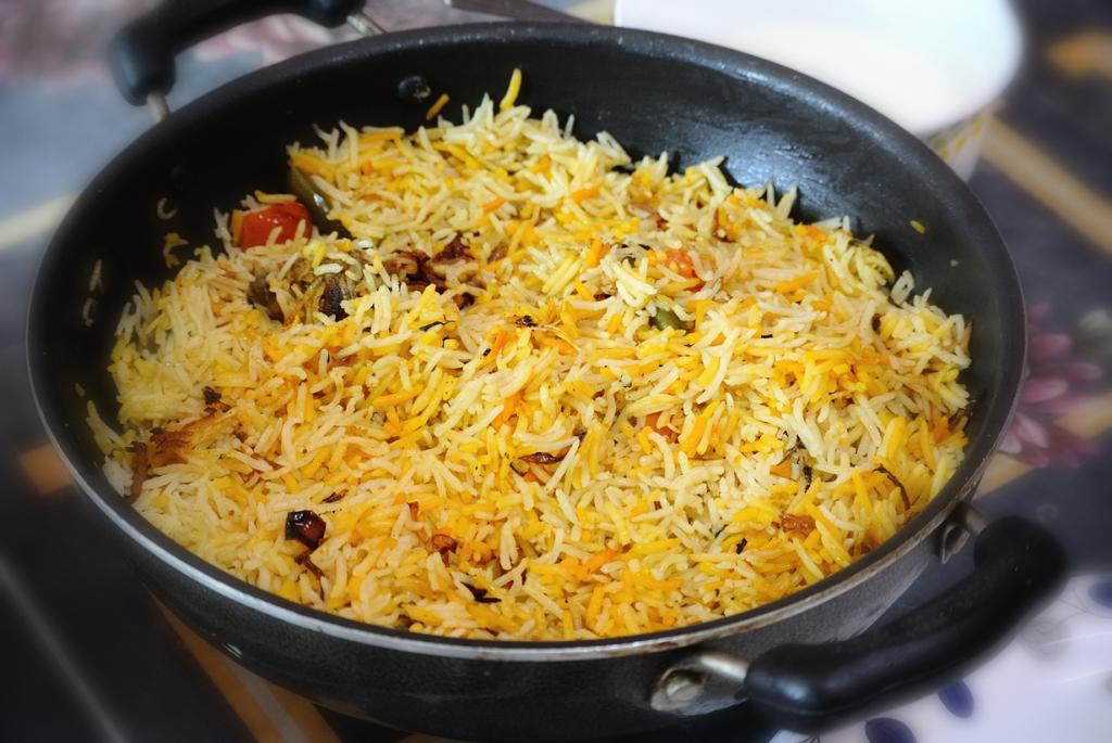 Бирьяни — блюдо из риса, мяса и специй. Является аналогом плова. (Nadir Hashmi)