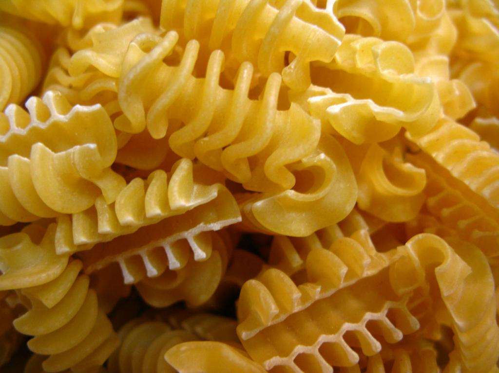 Radiators - pasta in the form napominaûŝaâ radiators.  (I Believe I Can Fry)