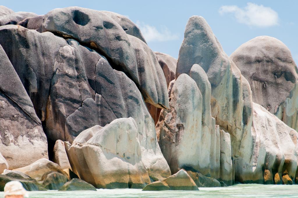Сейшельские Острова. Ла-Диг. Пляж Ансе Сурс д'Аржан. (Songkran)