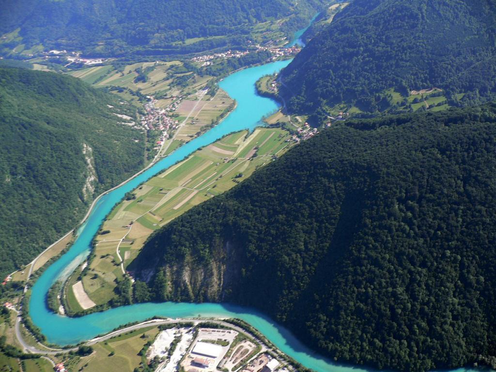 Соча. Бирюзовая река (8 фото)