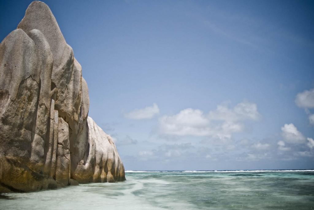 Сейшельские Острова. Ла-Диг. Пляж Ансе Сурс д'Аржан. (Leonora Giovanazzi)