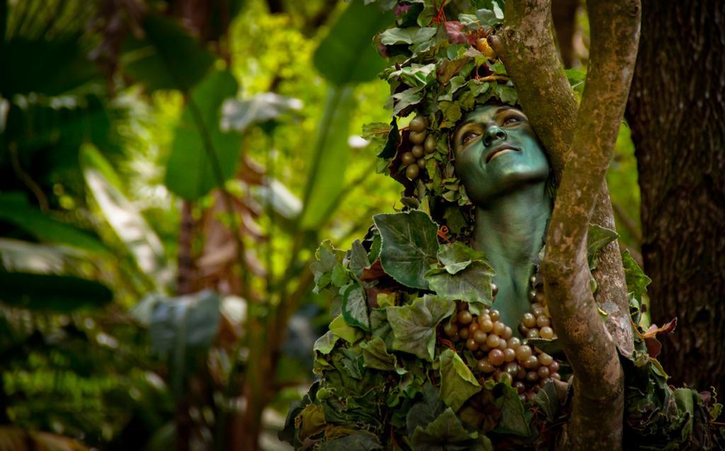 США. Флорида. «Королевство животных» Всемирного центра отдыха Уолта Диснея. Аниматор в образе. (Scott Smith)