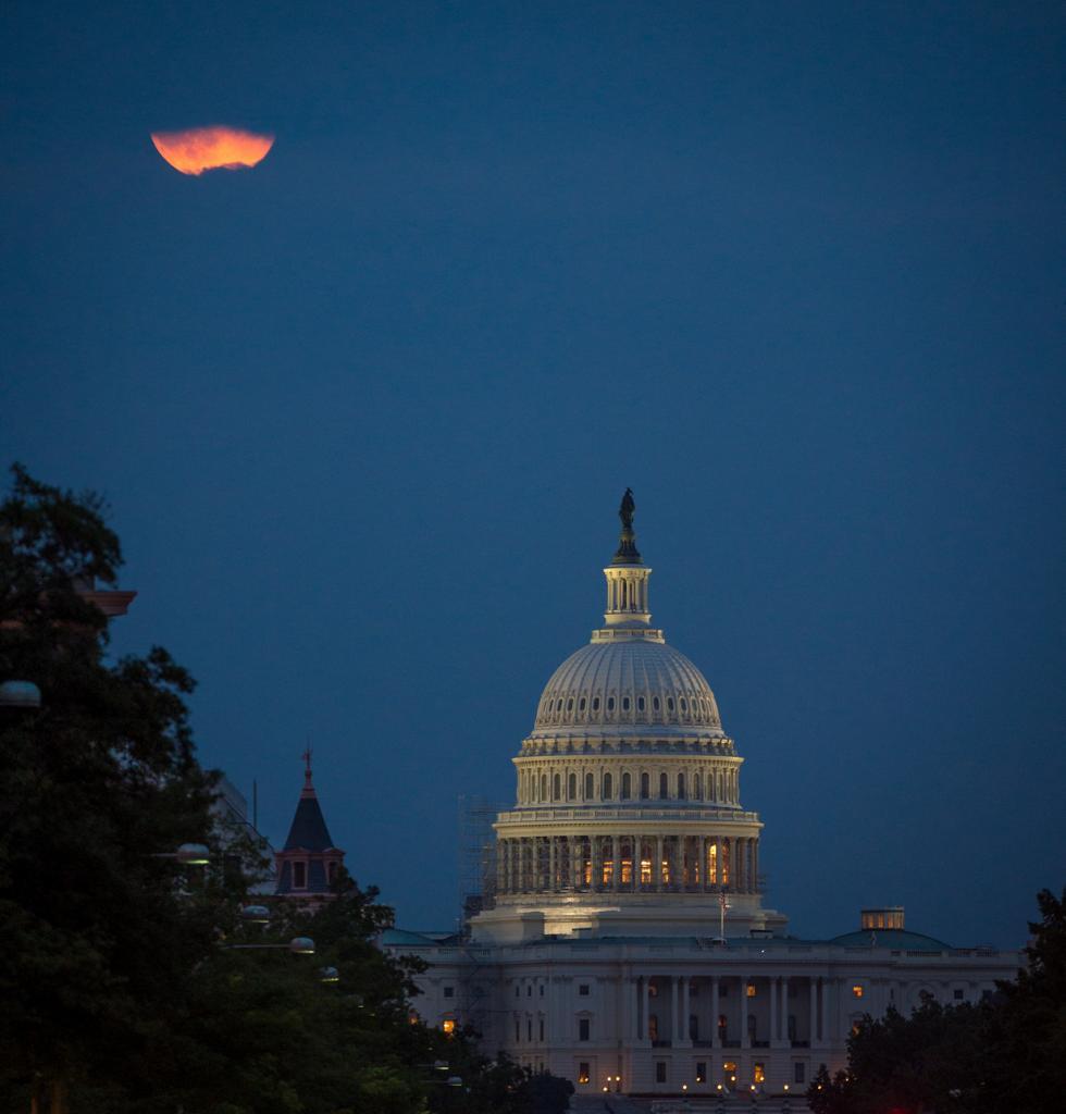 Суперлуние 2014. (NASA/Bill Ingalls)