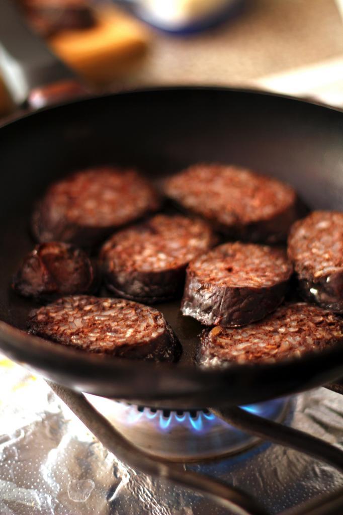 Бургосская морсилья — кровяная колбаса из из свиной крови и мяса. Подают в виде тапаса или добавки к фабаде или другим блюдам. (Christian Ramiro González Verón)