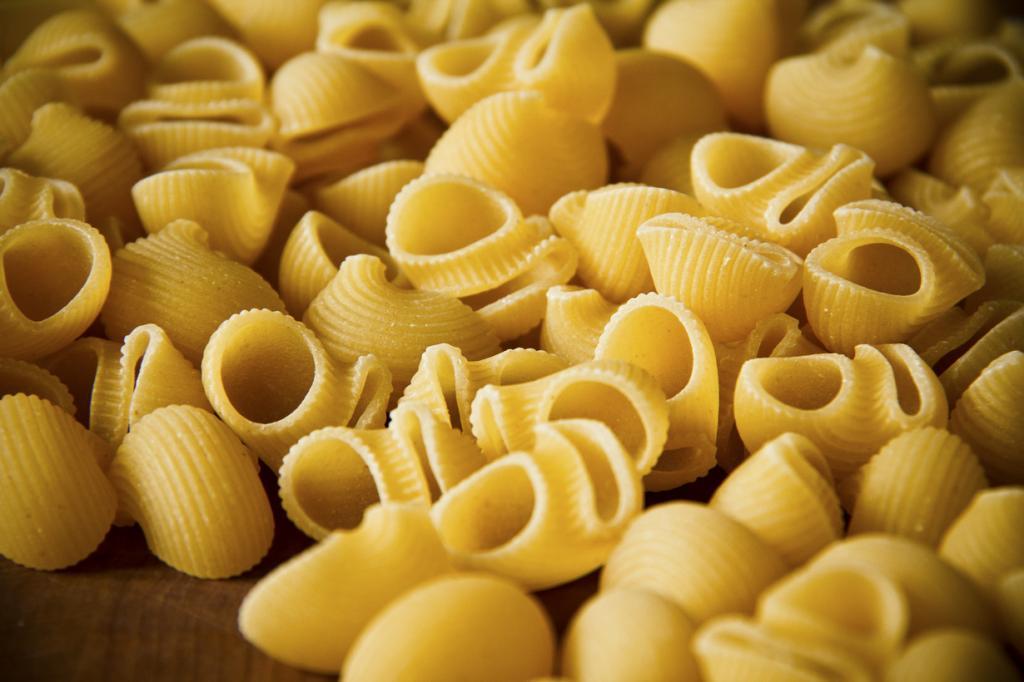 Пипе ригате — паста в виде трубочек, скрученных полукругом. Блюдо родом из Кампании. (Martin)