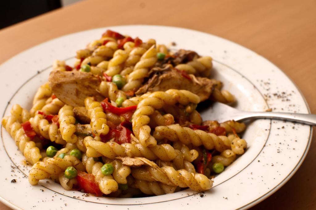 Джемелли — паста в виде двух скрученных трубочек. Название происходит от итальянского слова «gemelli», что означает «близнецы». (Matthew Mendoza)