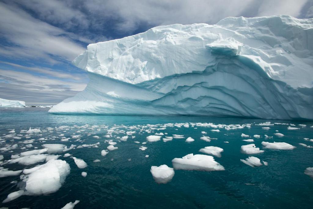 Антарктида. Айсберги. (Christopher Michel)