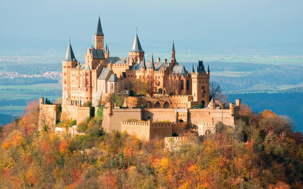3 место. Замок Гогенцоллерн. Расположен в Баден-Вюртемберге на горе Гогенцоллерн. Время строительства — XI; замок дошедший до наших дней был перестроен в 1850-1867 годы. (Jim Trodel)