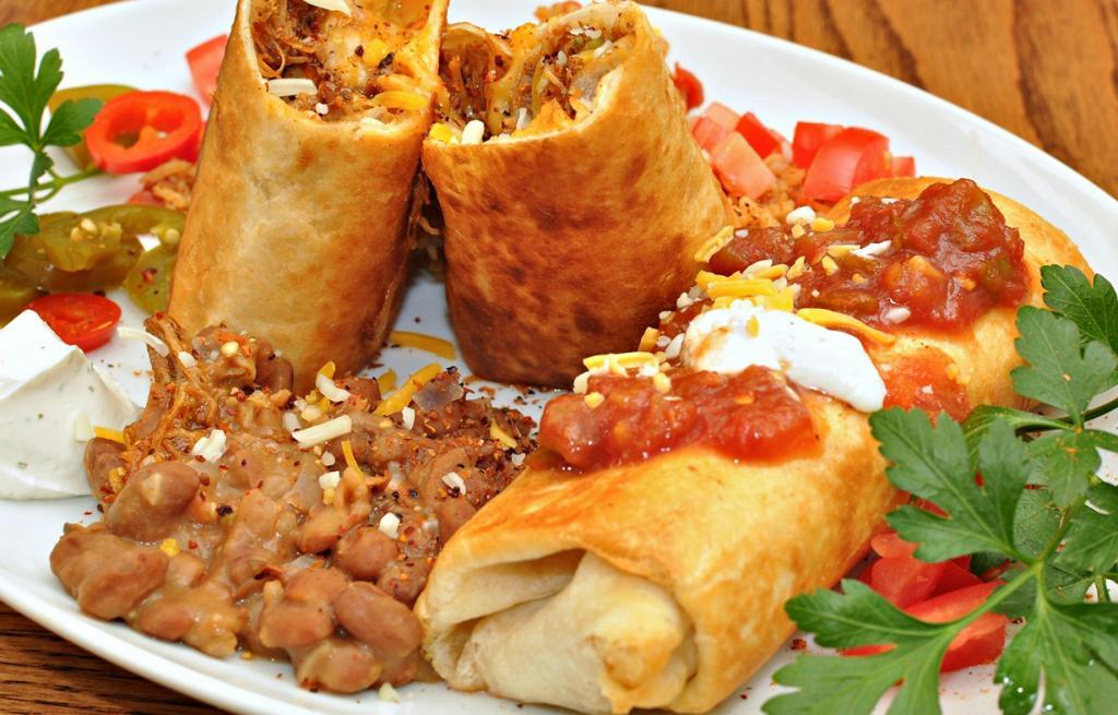 Чимичанга — «родственница» буррито, только поджаренная на сковороде или во фритюре. (jeffreyw)