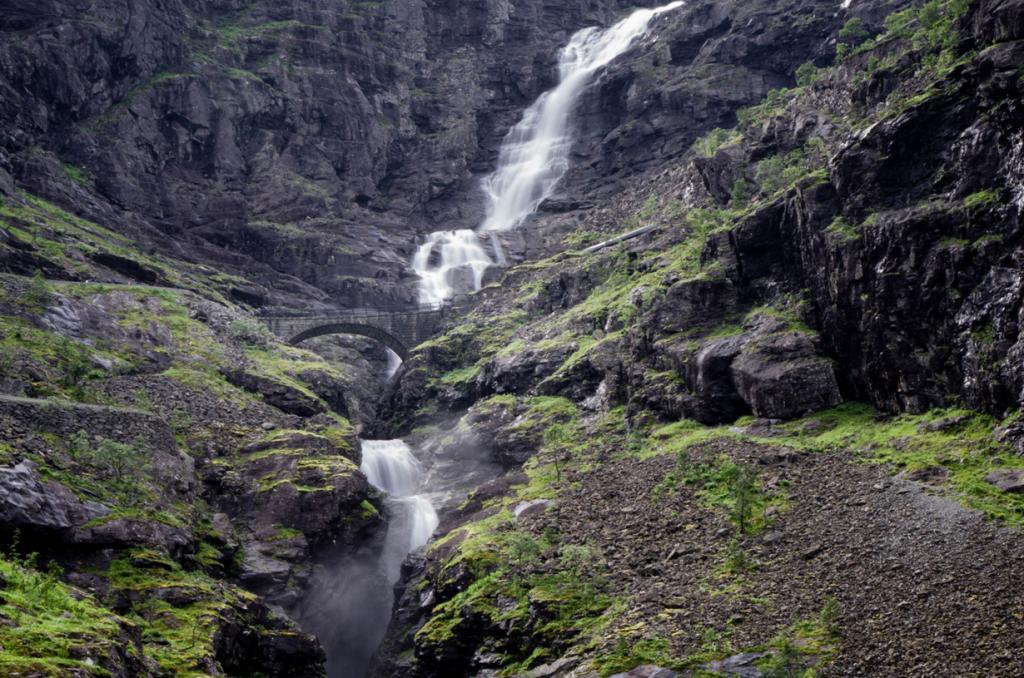 8 место. Стигфоссен. Высота —  180 метров. Расположен на Лестнице троллей. (Thomas Lunabba)