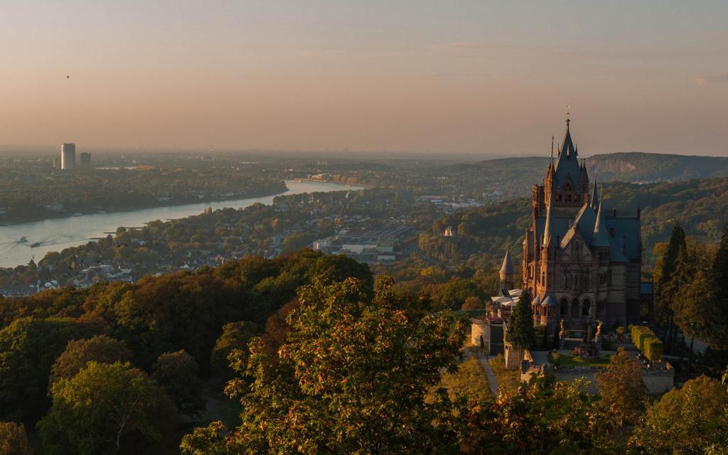 5 место. Замок Драхенбург. Расположен в земле Северный Рейн — Вестфалия. Время строительства — 1882-1884 годы. (Guy Gorek)