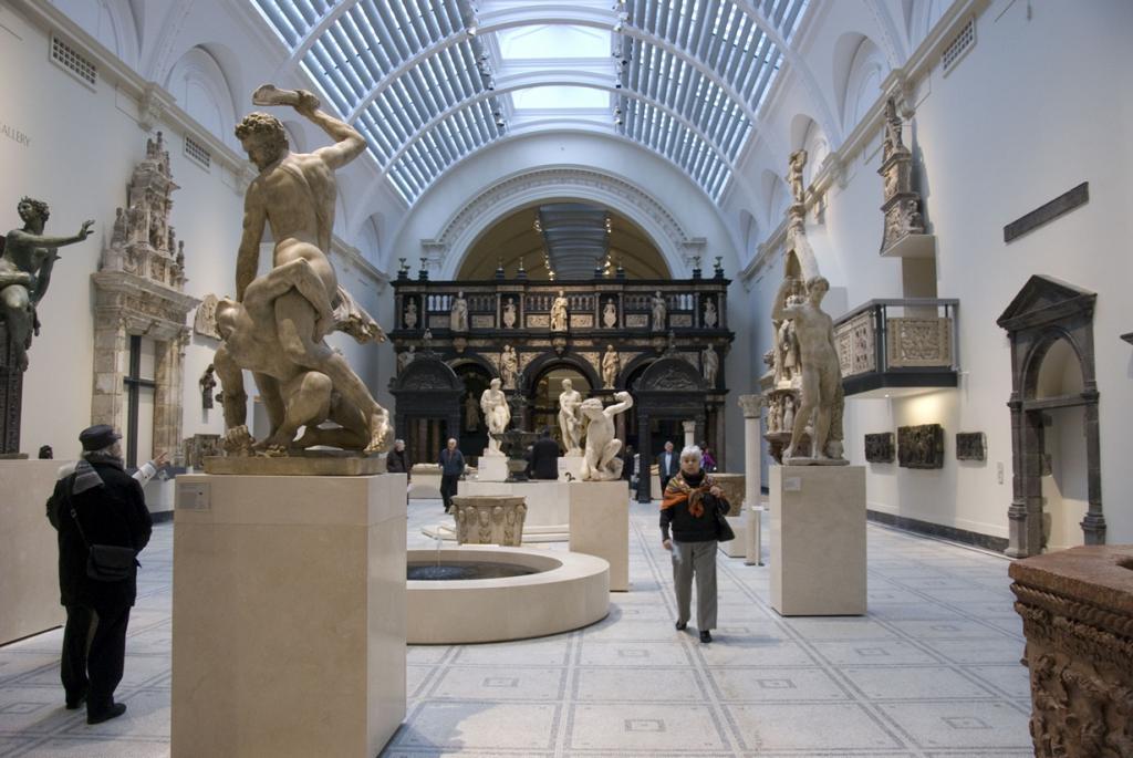 Музей расположен в районе Южный Кенсингтон. В его арсенале имеются сотни работ декоративно-прикладного искусства. Работает музей ежедневно с 10:00 до 17:45. Вход — бесплатный. (Dave White)