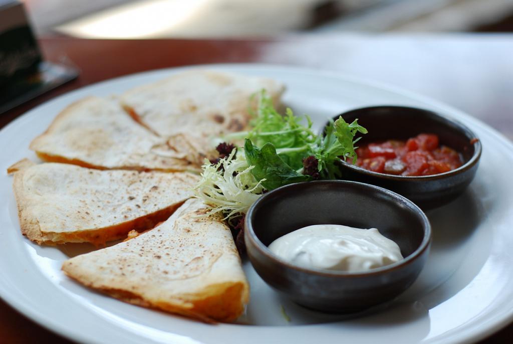 Кесадилья — тортилья с сыром, сложенная пополам. (cav...)