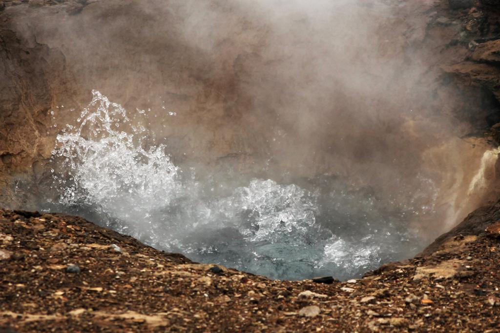 Исландия. Долина Хаукадалур. Гейзер. (Didier Jansen)